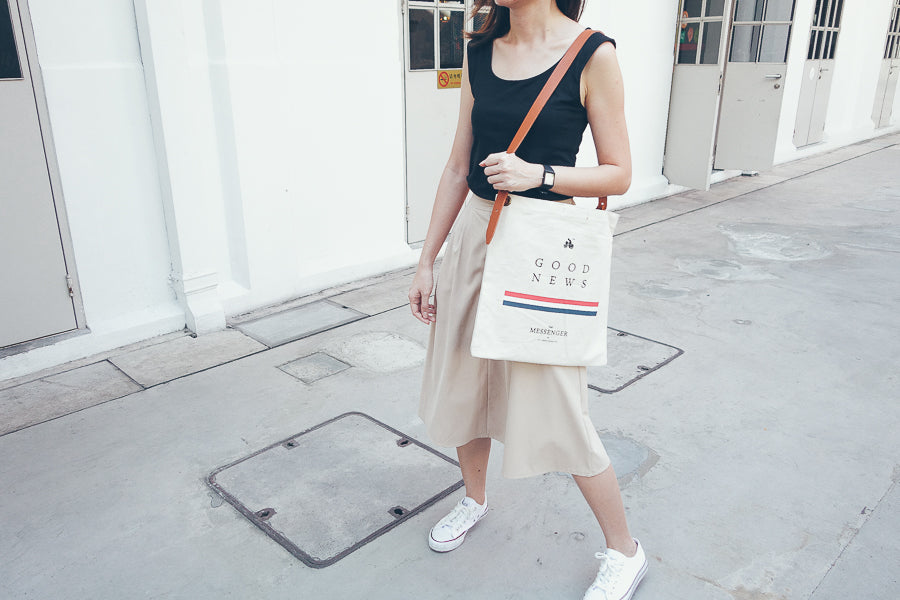 Tote bag with PU Leather strap with the message 'good news' chic and fashionable tote bag