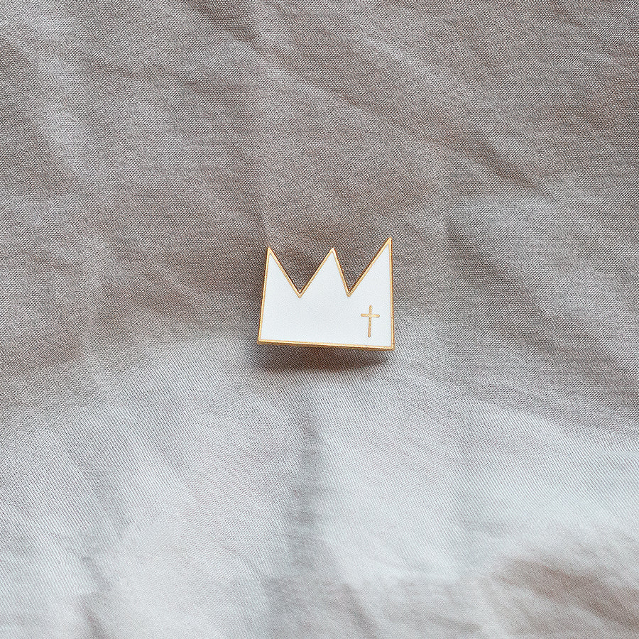 Stylist christian gift king of king crown design enamel pin