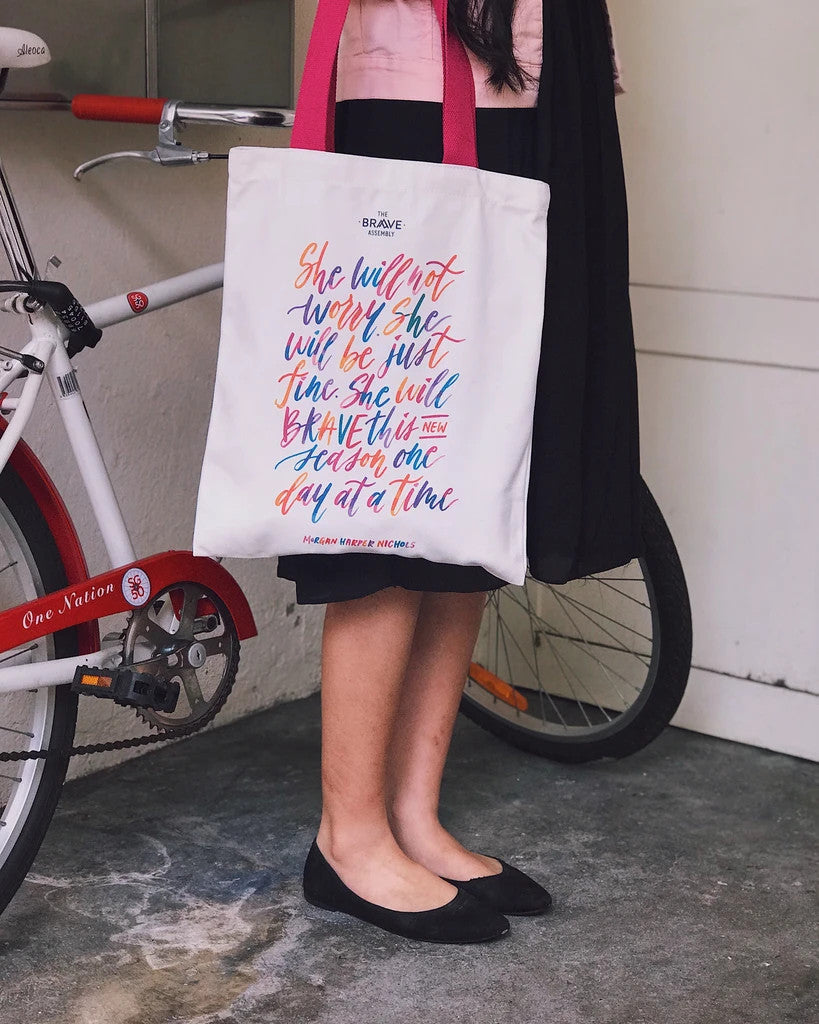 Versatile tote bag for daily use. Fashionable, stylish and versatile tote bag