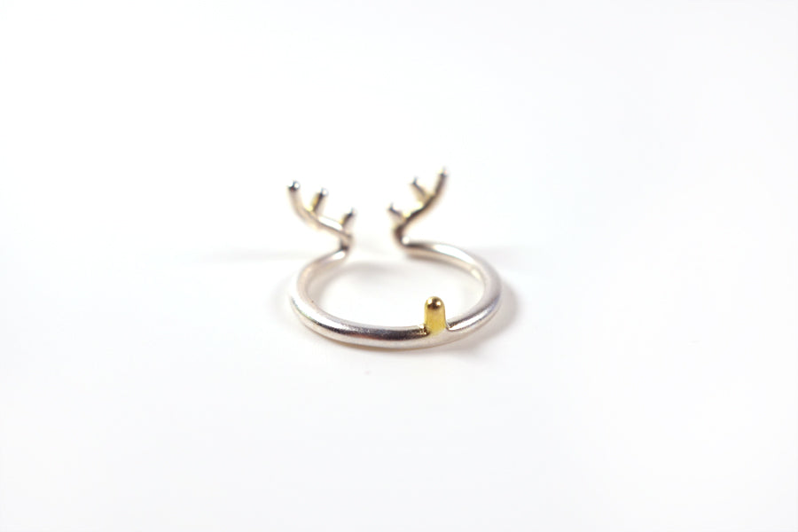 Back view of 16mm diameter ring with deer antlers, silver plated alloy. As the deer silver ring.