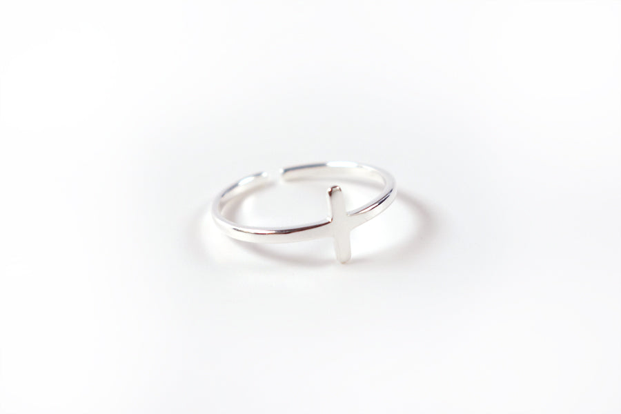 Cross ring S925 Silver Plated. Measurements: Adjustable to fit. Ring Diameter 16mm - 22mm