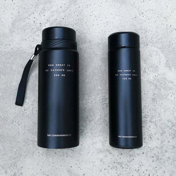 Vacuum Flask water bottle in black. Great Father's Day gift ideas.