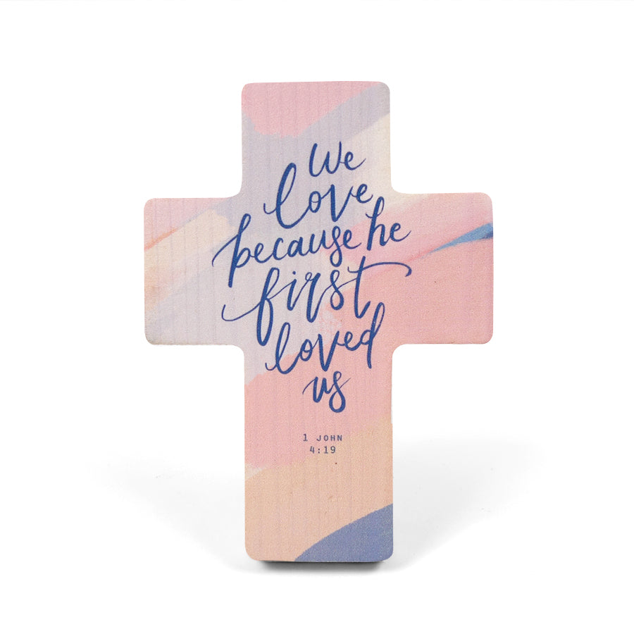 1 John 4:19 with foliage and flowers printed on pine wood. Wooden cross measurements: 8cm x 11cm.