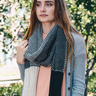 Two-Tone Contrast Knit Scarf