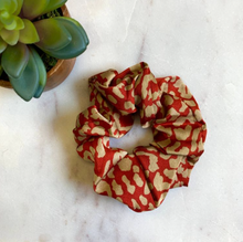 Load image into Gallery viewer, Kerri Scrunchie