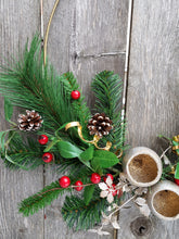 Load image into Gallery viewer, Gold Minimalist Christmas Wreath