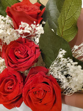 Charger l'image dans la galerie, Preserved red rose bouquet