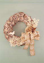 Load image into Gallery viewer, White Bird Coco Cap Wreath