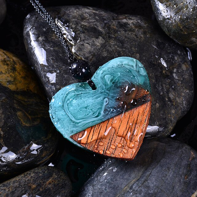 Fashion Vintage Heart-shaped Resin Wood Necklace Handmade Long Rope Wooden Pendant Necklace Jewelry for Men Women Christmas gift
