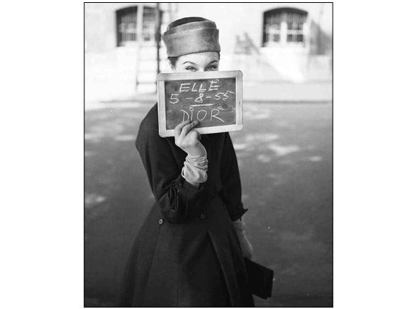 Georges Dambier - ''Bettina'' en Dior , Paris le 5 Août 1955 pour Elle Magazine