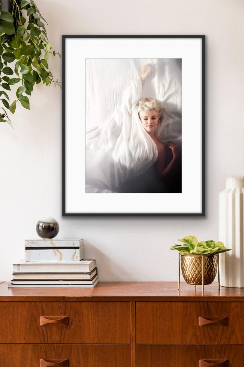 Douglas Kirkland - In bed with Marylin Monroe