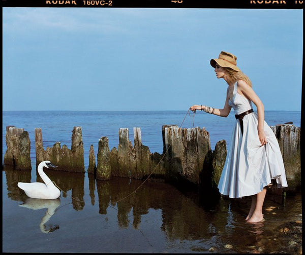 Arthur Elgort - Raquel and Swan