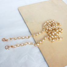 Load image into Gallery viewer, Faux Pearl Bag Charm Chain