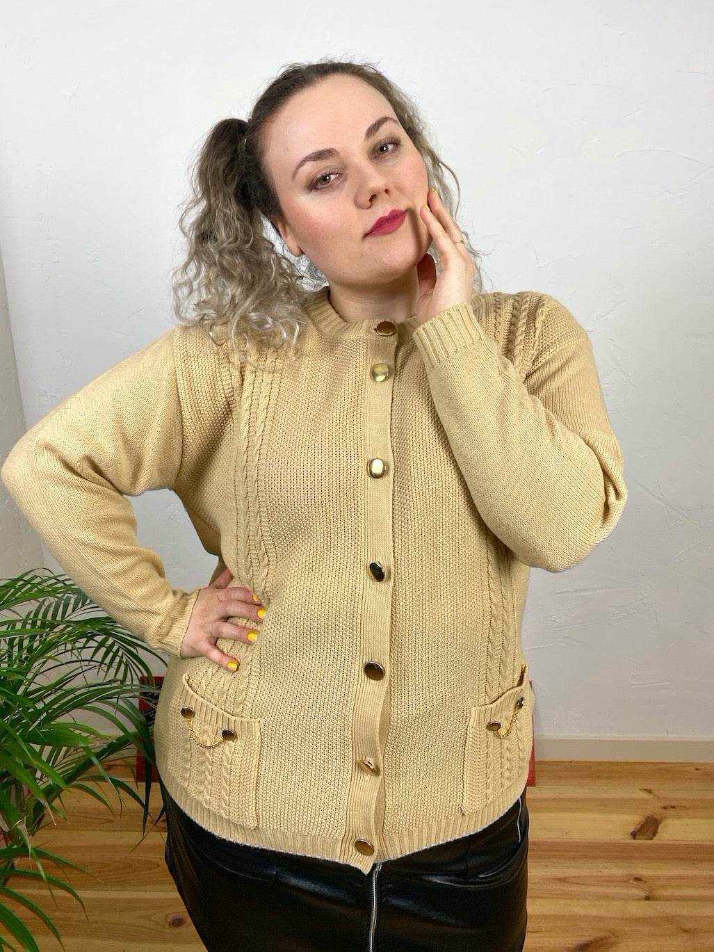 UK18/20 Knit cardigan with metal chains