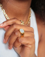 Load image into Gallery viewer, IVY White Marble Signet Ring