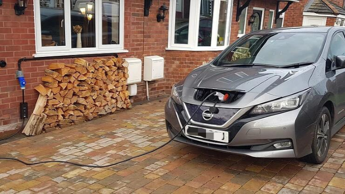 Benefits of Charging Your EV at Home: Cost efficiency and Comfort
