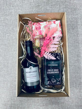 Load image into Gallery viewer, Mothers Day Wine Hamper & Vintage Posy In Vase Combo