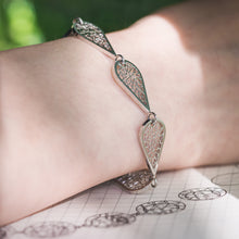 Load image into Gallery viewer, Platinum Raindrop Bracelet