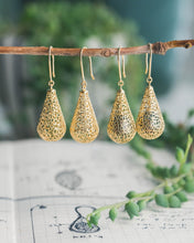 Load image into Gallery viewer, Gold Raindrop Earrings