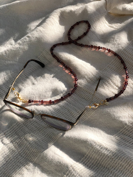 Plum Glass Mask to Glasses Chain