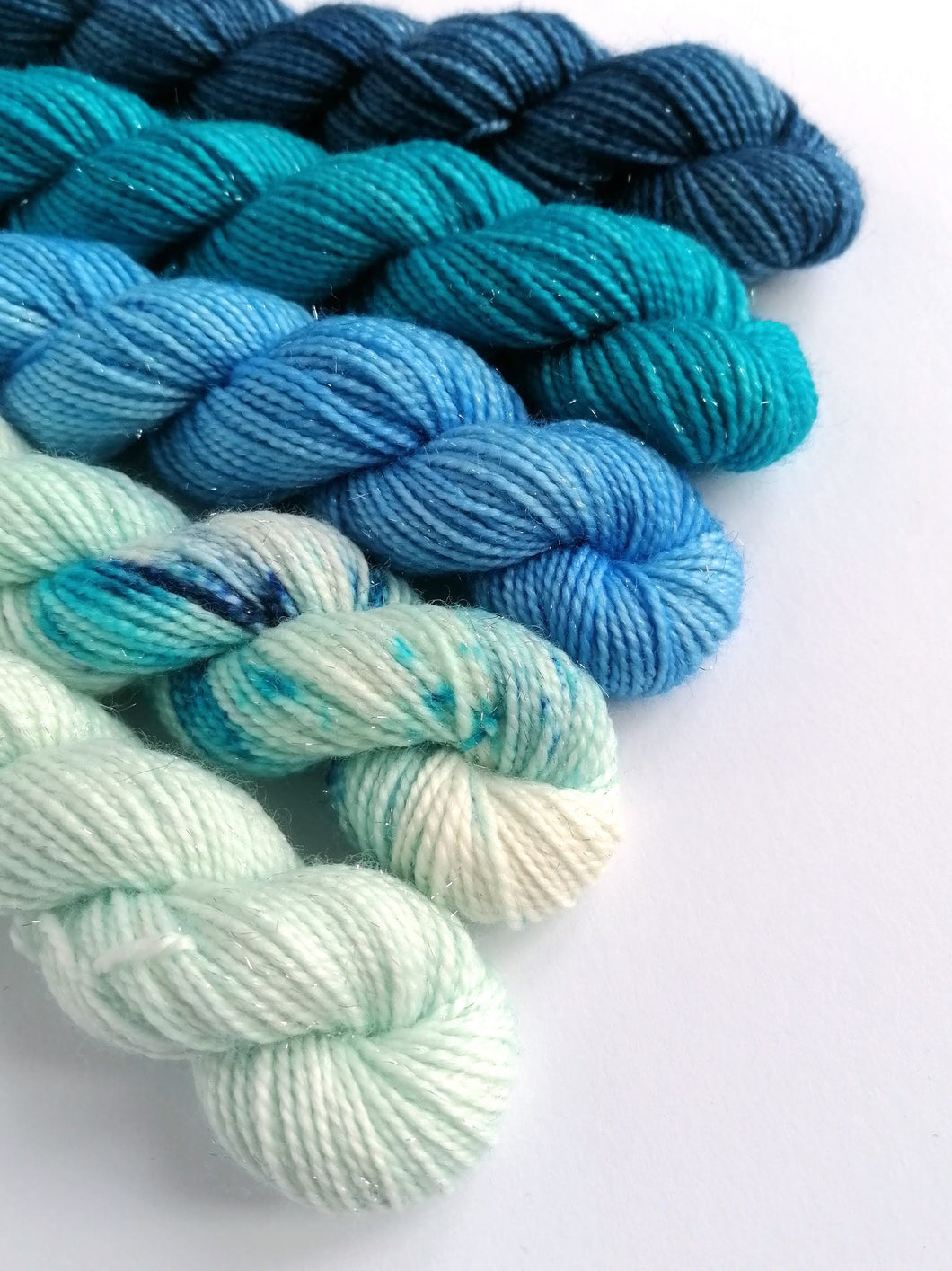 Hand dyed mini skeins. 5 x 20g - Snowflake set.