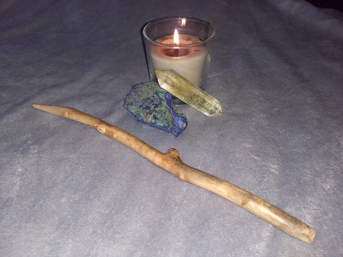 11.5 inch natural maple wood wand.  (Candle and crystals not included.)