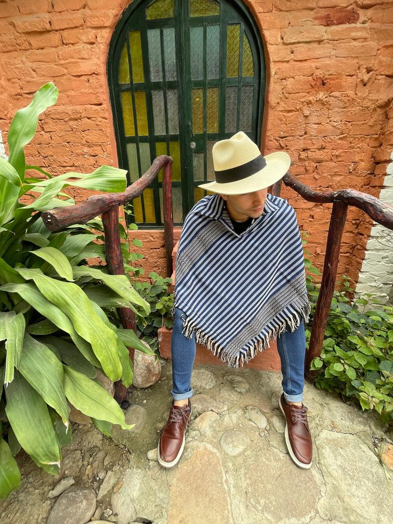 Poncho triangular rayas azules doble faz