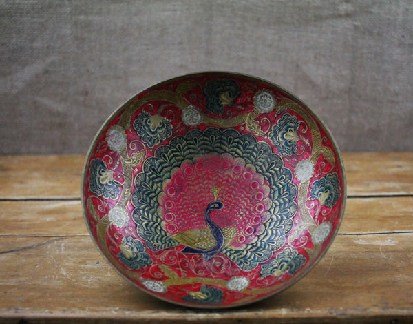 A beautifully hand crafter round brass vintage dish that comes with gorgeous illustration of peacock in stunning red/green/gold colours. This will look great hung on the wall.