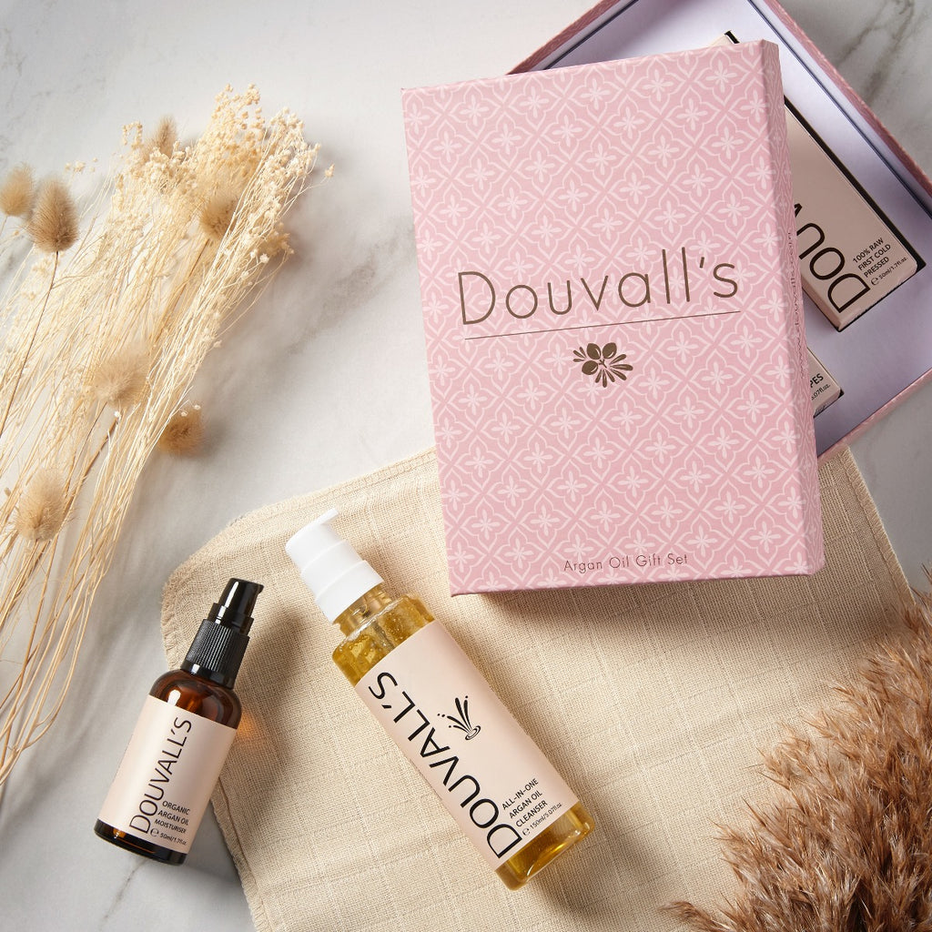Douvalls argan skincare set, argan oil, cleansing oil, muslin cloth. gift set, skincare gift set, argan oil set, cleaning oil, makeup remover, muslin, face cloth, exfoliator, argan moisturiser.