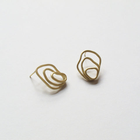 Modern golden earrings, made with 18k gold  pratted brass. Sustainable jewelry, handmade and artisanal designs.