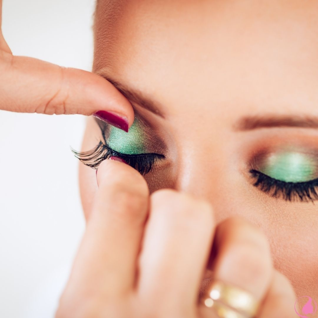How To Apply Eyelash Extensions for Beginners