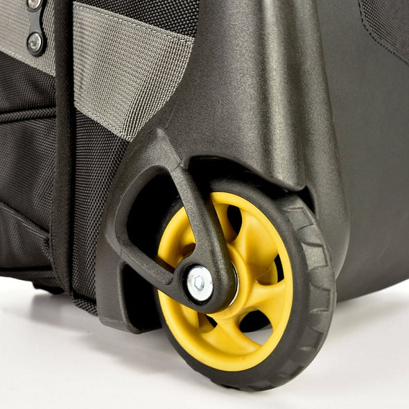 An image of the recessed wheels on the Prokas duffel bag.