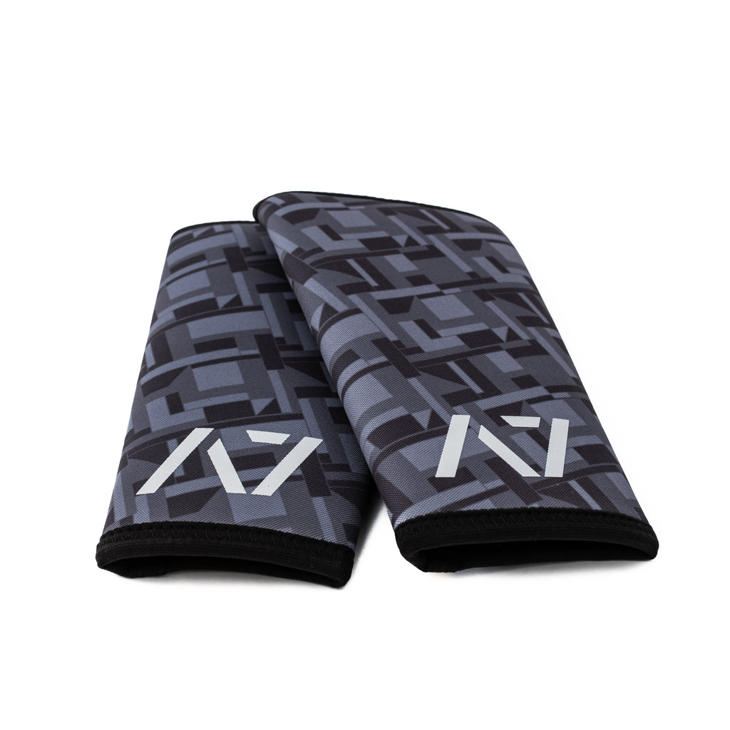 A7 Stealth Stiff knee sleeves are structured with a downward cut panel on the back of the quad and calf to ensure these have the ultimate compression at the knee joint. A7 CONE knee sleeves are IPF approved. Available in UK and Europe including France, Italy, Germany, Sweden and Poland.
