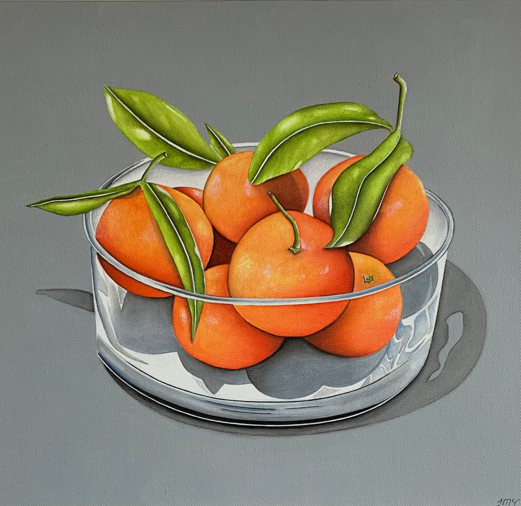Glass bowl of oranges