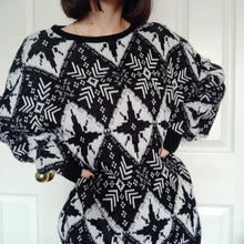 Load image into Gallery viewer, VINTAGE 80s PRINT KNIT SWEATER