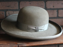 "Load image into Gallery viewer, Based on the hat Jeff Bridges wears in the western movie ""Wild Bill"" (1995)"