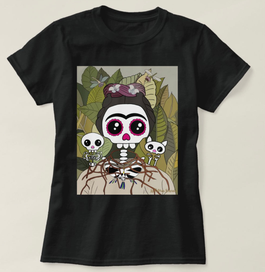 Black T-shirt Catrina Bohemia self portrait with necklace and hummingbird
