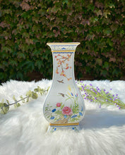 Load image into Gallery viewer, Franklin Mint Garden Vase