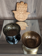 2 brass bowls on a wood background