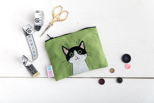 Black cat embroidered coin purse