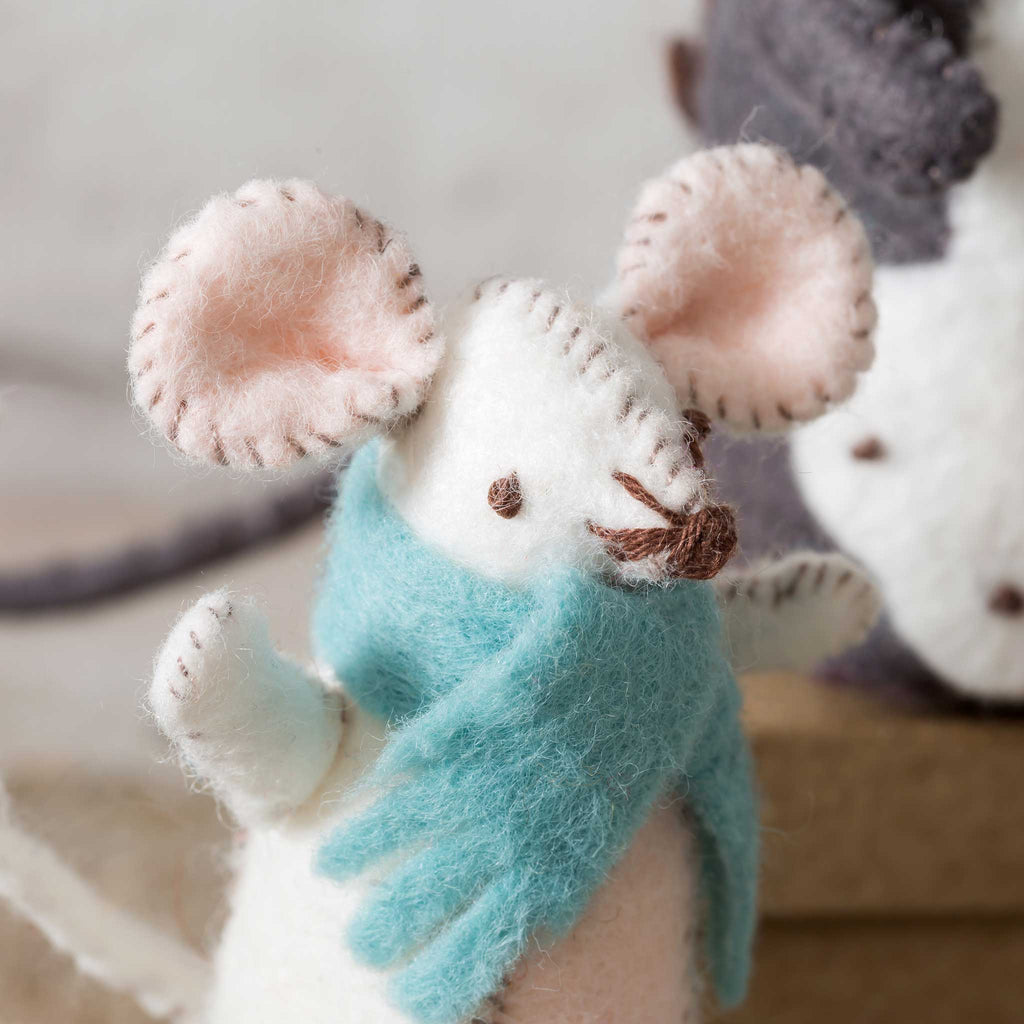 🥰Everything you need to make a felt Mouse Family is in the box: 2 grown up mice and 2 little ones, each with an item of clothing.  💝The kits use only the best, softest, easiest to use wool-mix felt in distinctive vintage shades that are often hard to find elsewhere like the realistic greys and browns used here to bring these mice to life.  The felt is so forgiving which makes it a wonderful material to learn sewing skills.