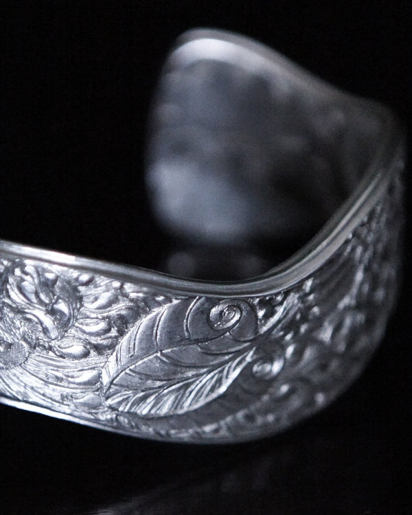 Otter & Waterlilies Silver Bangle by Malcolm Appleby