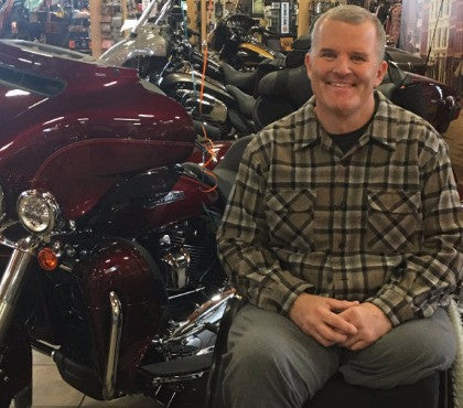Cop Paralyzed in the Line of Duty Just Got A Huge Gift From Community and Local Harley Dealer