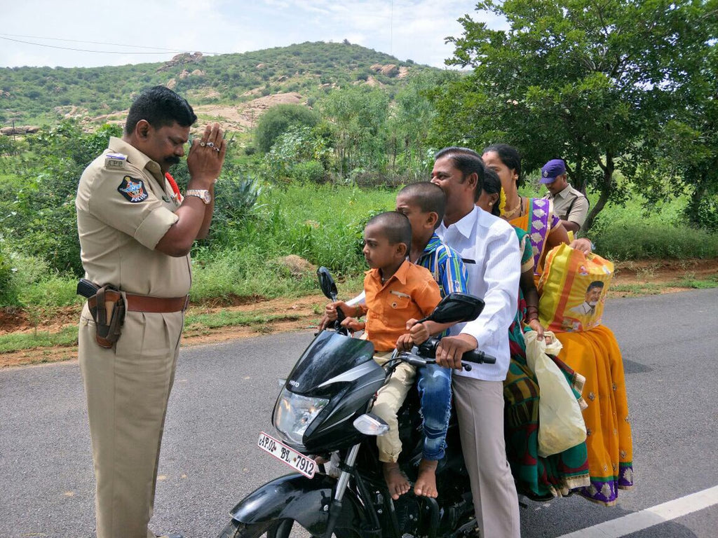 Funny Photo of Traffic Cop in India goes viral