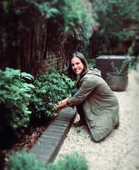 eve-hacking-in-the-garden