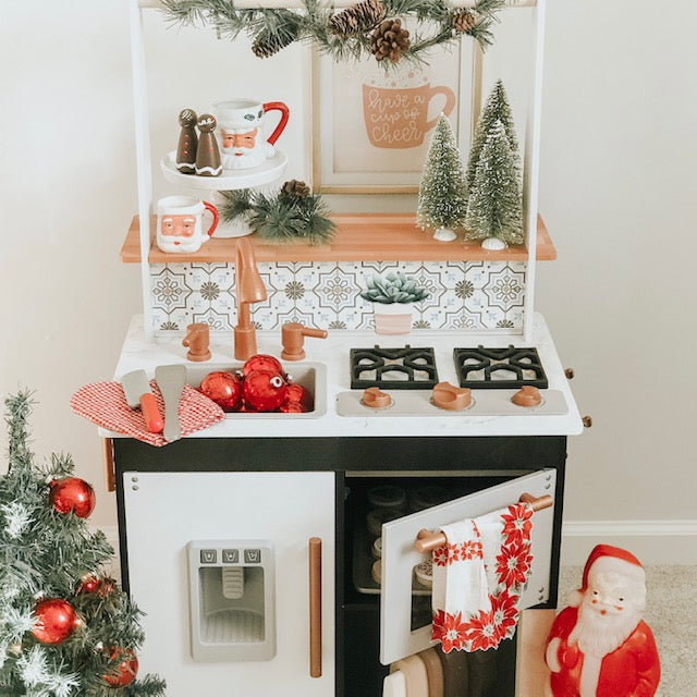 Traditional Christmas Play Kitchen