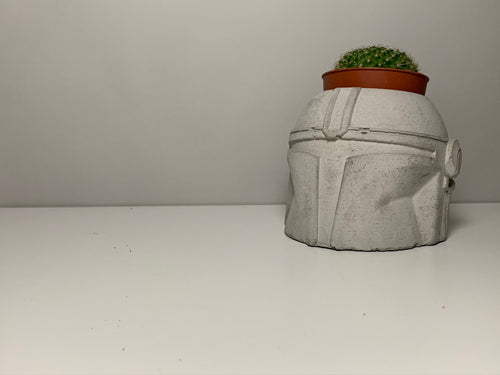 Star Wars - Mandalorian Concrete Planter -  Star War Helmet Planter - Face Planter Pot - Concrete Star War Planter - Star Wars gift - betonven