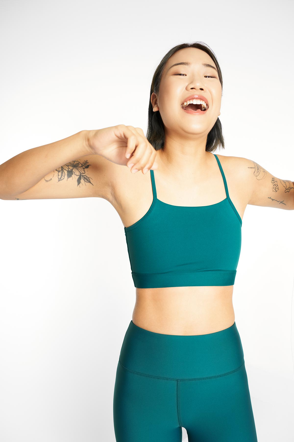 ro/an moringa bra teal front view with matcha teal legging