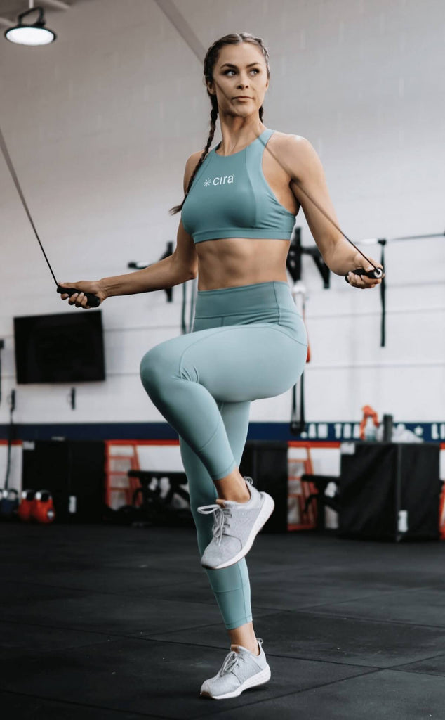 3 day split workout: woman doing skipping ropes
