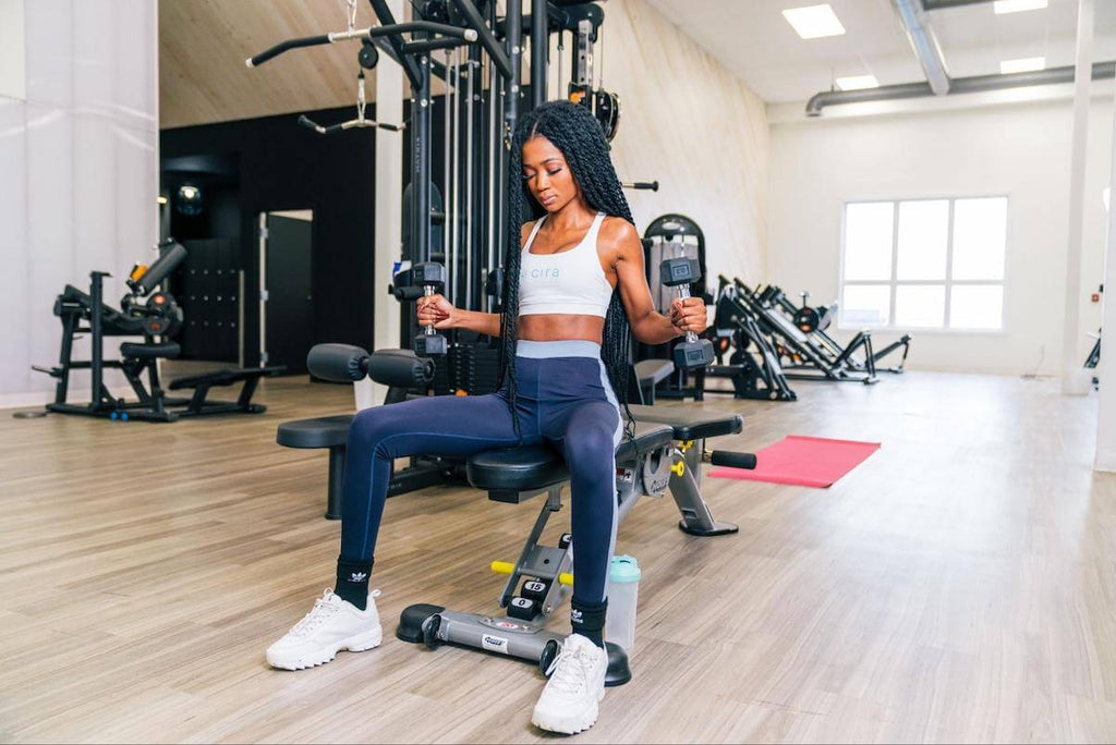 HIIT workout for women: woman exercising at the gym